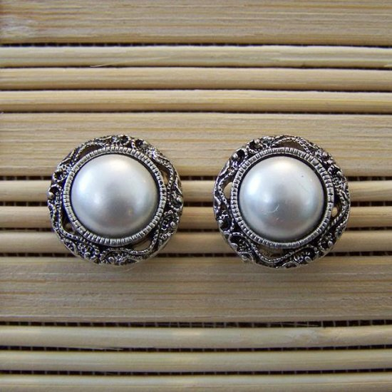 pearl with silver filigree edge stud earrings