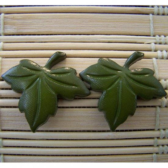 big grean leaf stud earrings