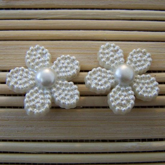 pearly white flower stud earrings