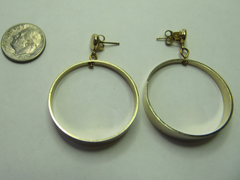 Vintage Pierced Earrings Gold Tone Metal Hoops Full Circle Graduated Dangle 1.25 Inch