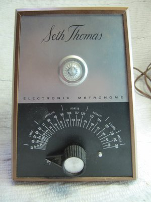 Vintage Seth Thomas Metronome Electronic Plug In Model E962-000 Works Great