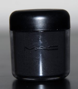 mac pro pigment Black Black...matte  in sample sz