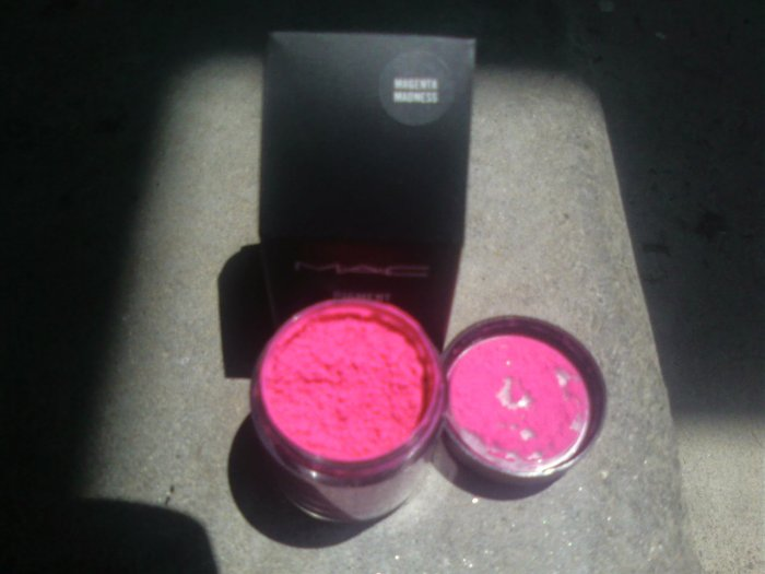 MAC PRO PIGMENT RED ELECTRIC WOW sample sz