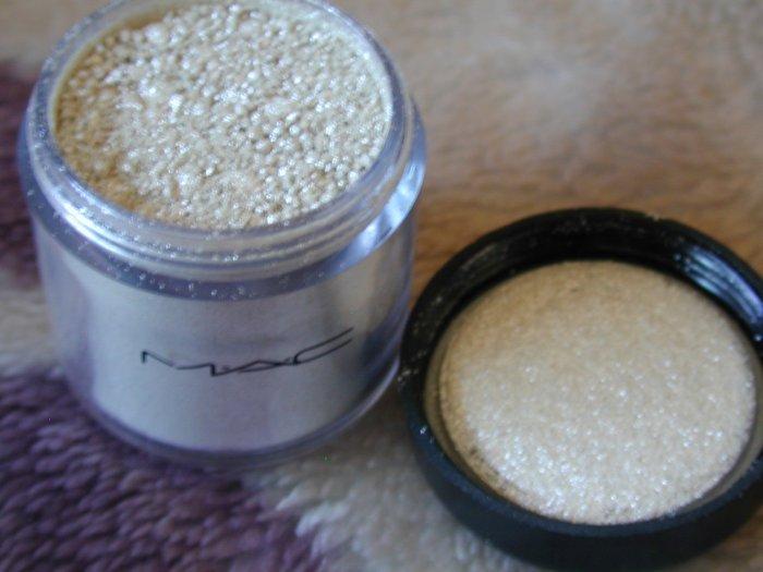 mac pigment WHITE  sample it