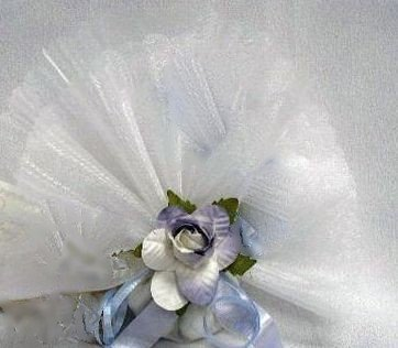 "Pack of 25 White Italian Organza 12"" Circle Favor Wraps with Scallop Edges"
