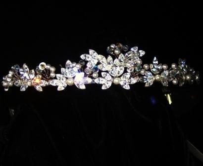 Falling leaves Tiara in Swarovski Crystal & Rhodium