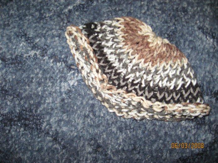 Child's dark camo roolup knit hat