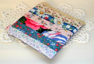 Zipper Pouch- Padded Zippy- Patchwork Multi Color Daisy