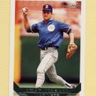 1993 Topps Gold Baseball #068 Omar Vizquel - Seattle Mariners