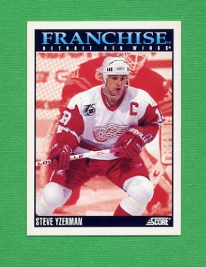 1992-93 Score Hockey #423 Steve Yzerman FP - Detroit Red Wings