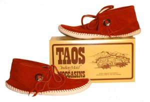 "New Taos ""Indian Maid"" Moccasins w/ Button Rust White 2068w - FREE US SHIPPING"