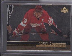 Steve Yzerman '99-00 UD Gold Reserve Card