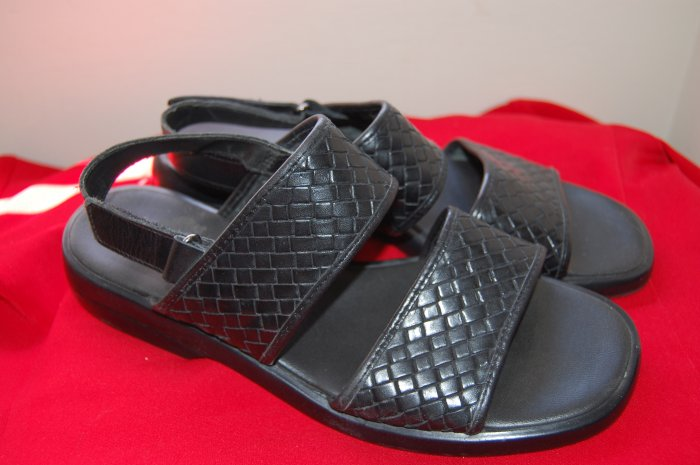 Azaleia Sz 9 Black Leather Made n Brazil Weaved Womens Shoes Sandals