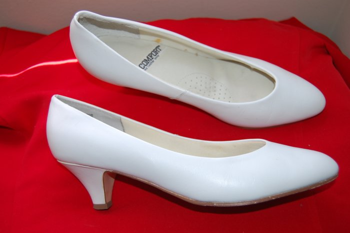 Vintage I Love Comfort Sz 10 White Leather Womens Pumps Heels Shoes