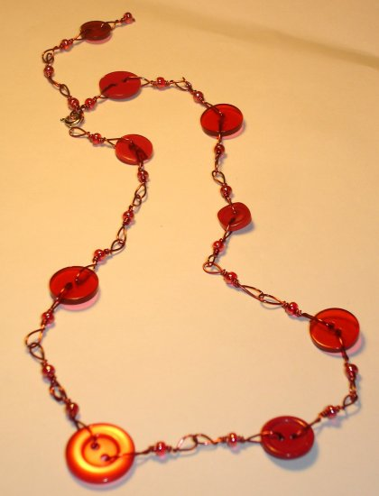 Playful button necklace - Fuschia