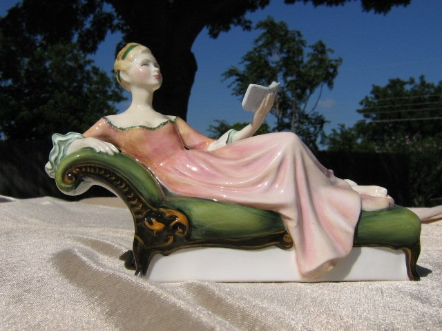 Royal Doulton Figurine  Repose HN2272 HN 2272