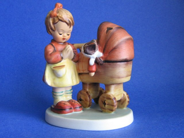 Hummel figurine DOLL MOTHER HUM 67 TMK 5