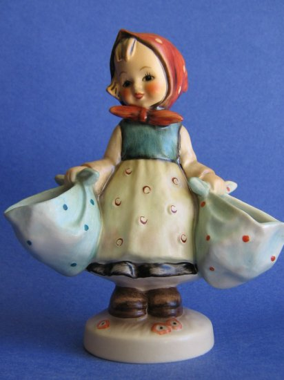 "Hummel figurine MOTHER""S DARLING  HUM 175  TMK 5"