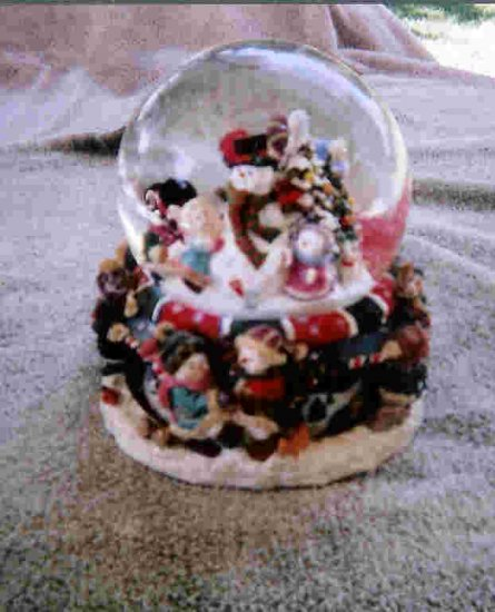 Frosty's winter wonderland snowglobe