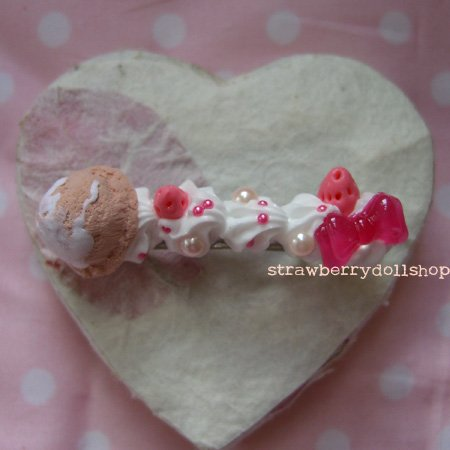 Cream barrette [choc mini ice cream, pink berries]