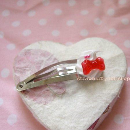 Cream dollop hair clip [red ribbon]