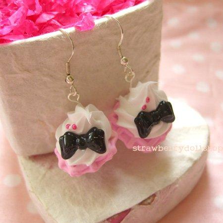 Cream waffle earrings [pink waffle, black ribbon B]