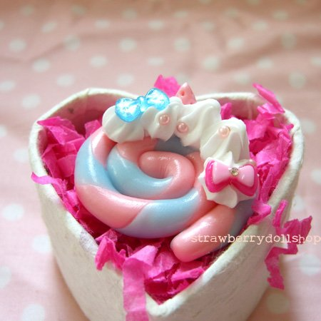 Lollipop ring [blue x pink, pink berries]