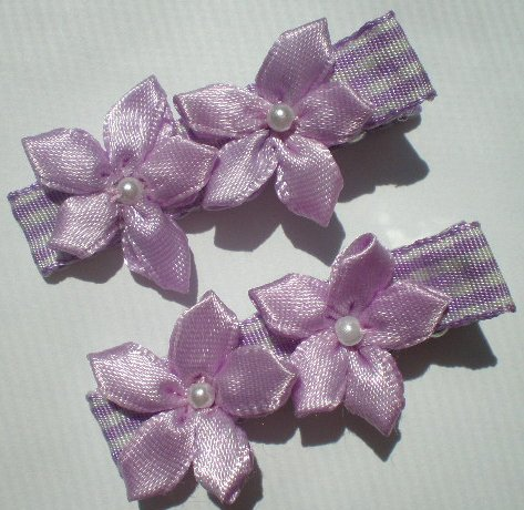 Checkered purple/white Ribbon w/ 2 five petal purple flowers Clippies