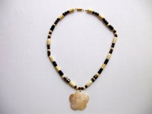 Flower Shell Pendant Wood Beads Necklace