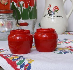 Vintage 1950s BRIGHT RED PLASTIC SALT & PEPPER SHAKERS...Excellent Condition