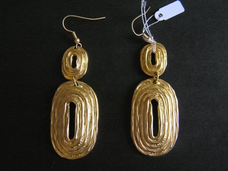 Beautiful gold plated earring new with Tags
