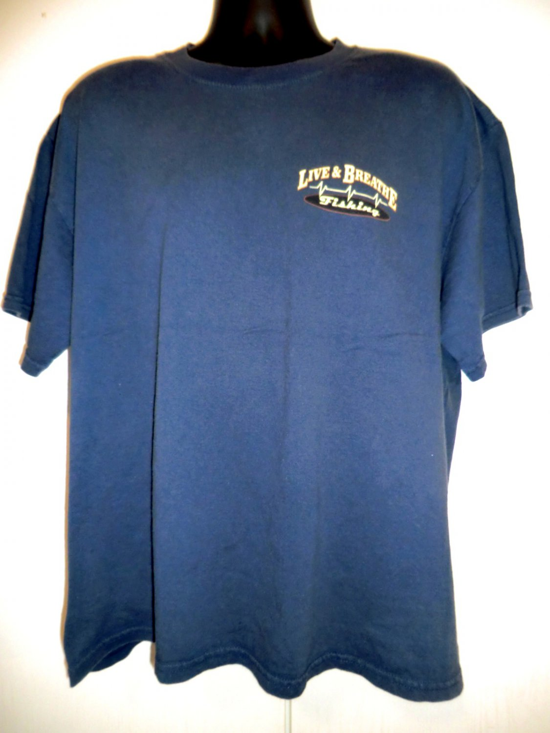 Live & Breathe Fishing T-Shirt Size XL for those who love to Fish .. Fisherman