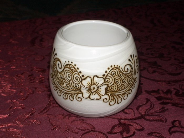 White swirls candle holder