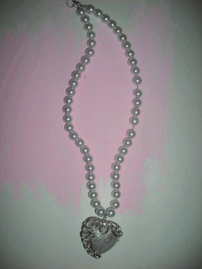 Cute new pretty white heart pendant princess necklace glass pearls.