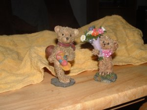 Teddy bear figurines (lot of 2)