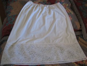 Vanity Fair Lingerie Vintage Chiffon Lined Lace Half Slip Size Large