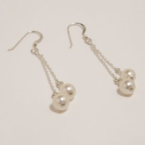 Cute pearl cream earrings