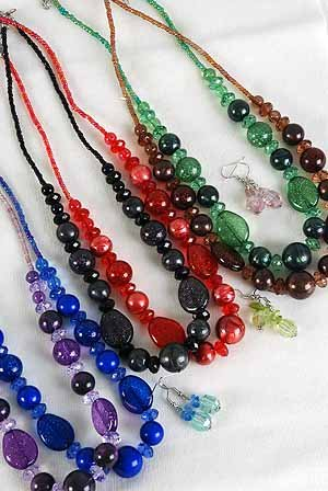 Necklace Set lucite Glitter W Silky Balls/DZ