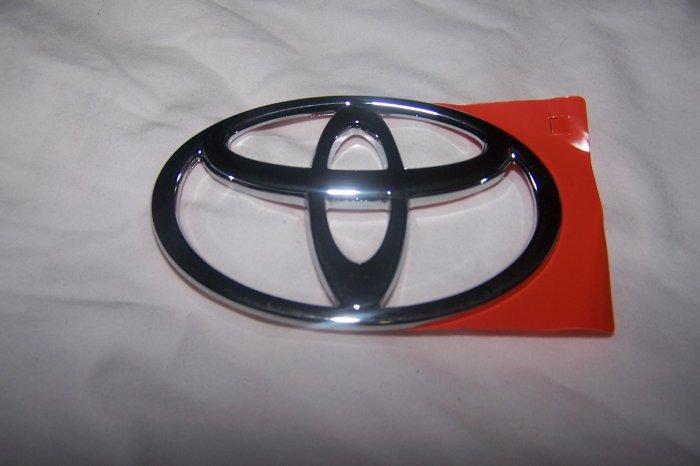 Toyota Corolla trunk emblem logo