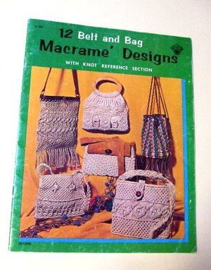 VINTAGE MACRAME BOOK TWELVE BELT AND BAG DESIGNS CRAFT MANUAL KNOT REFERENCE 1971 FREE SHIPPING