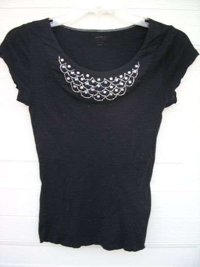 Black Rib Tee W/Embellishment Necklace SIZE MEDIUM
