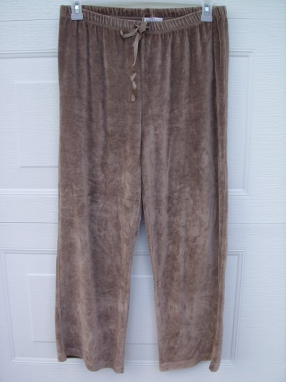 Anne Lewin Tan Velour Capris SIZE MEDIUM