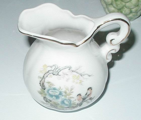 CREAMER PORCELAIN BLUE POSEY BIRD BRANCH VINTAGE JAPAN