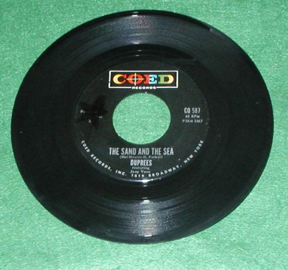 THE DUPREES 45 SAND AND SEA /IT'S NO SIN RECORD