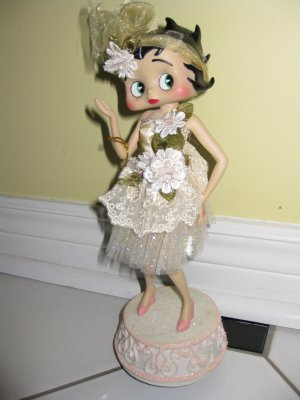 Musical Porcelain  Betty Boop Figurine#31901 (67.99)