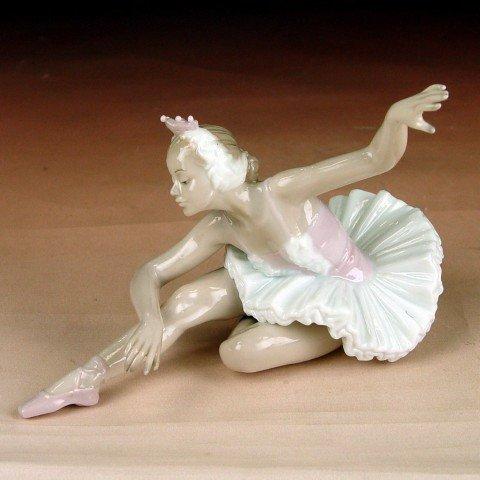 Ballerina Porcelain Figurine $34.99 #A676A-L820