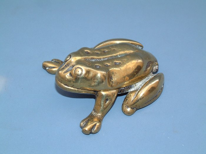 VINTAGE BRASS FROG MATCH-HOLDER / VESTA 1930s.