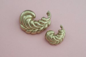 Vintage Monet  Brooch Twin Feather Plume Two Piece Gold Tone Set