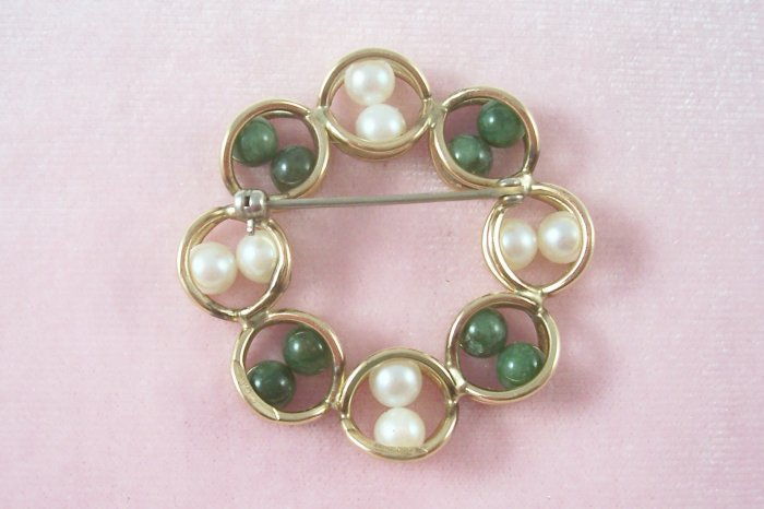 Caged Pearl Jade Circle Brooch Signed Rhythm Gold Filled