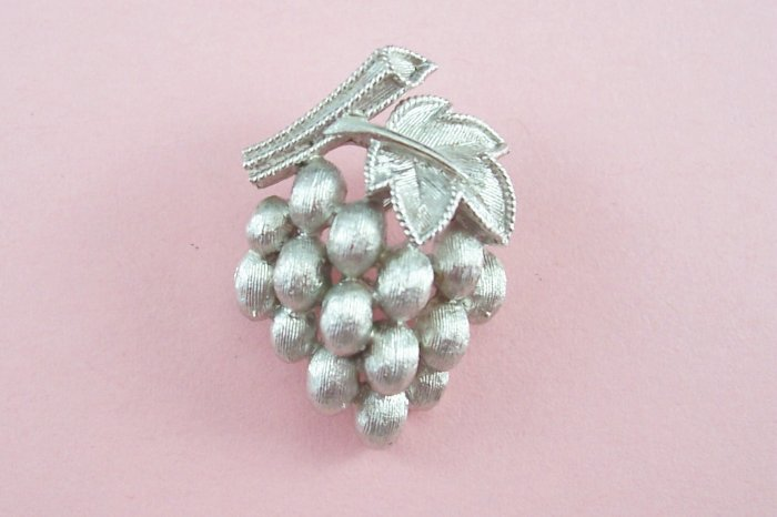 Vintage Trifari Silver Tone Grape Brooch Pin Textured Grapes